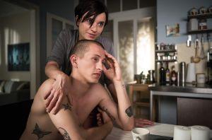 Nico (Jannik Scharmweber) ist klar geworden, dass er aus dem Vertrag mit Kevin Riedel nicht so einfach aussteigen kann. Die gewiefte Angelina (Daniela Bette) verfolgt deshalb einen Plan, Riedel aufs Kreuz zu legen. Geht ihre Strategie auf?