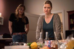 Tanja (Sybille Waury) ist völlig überfordert. Simon bereitet ihr Schwierigkeiten und im Friseurladen ist sie momentan allein auf sich gestellt. Auch Sunny kann ihr nicht helfen, mit dem Druck fertig zu werden.