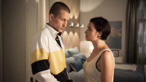 Als Angelina (Daniela Bette) Nico (Jannik Scharmweber) weitere Escort-Kundinnen empfiehlt, zögert er. Sie weiß schließlich nicht, was passiert ist. Aber vielleicht wäre reiner Begleitservice eine Option?