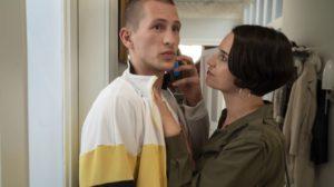 Angelina (Daniela Bette) ist stolz auf Nicos (Jannik Scharmweber) erfolgreiches Business, was dieser genießt. Wenn Angelina nur wüsste! Heimlich hat Nico nämlich sein Nebengeschäft, den Escort, zum Laufen gebracht.