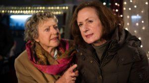 Gerade noch herrschte zwischen Helga (Marie-Luise Marjan, l.) und Anna (Irene Fischer) Harmonie. Doch dann weckt ein Plätzchendesaster wieder die altbekannten Rivalinnen in ihnen.