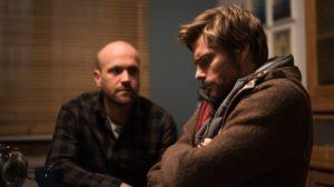 Klaus (Moritz A. Sachs, l.) erfährt von Johannes (Felix Maximilian), warum dieser obdachlos geworden ist. Damit er und Nina noch eine Chance haben, zusammenzukommen, muss Johannes grundsätzlich etwas ändern!